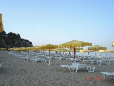 Будки на пляже в болгарии с надписью секс