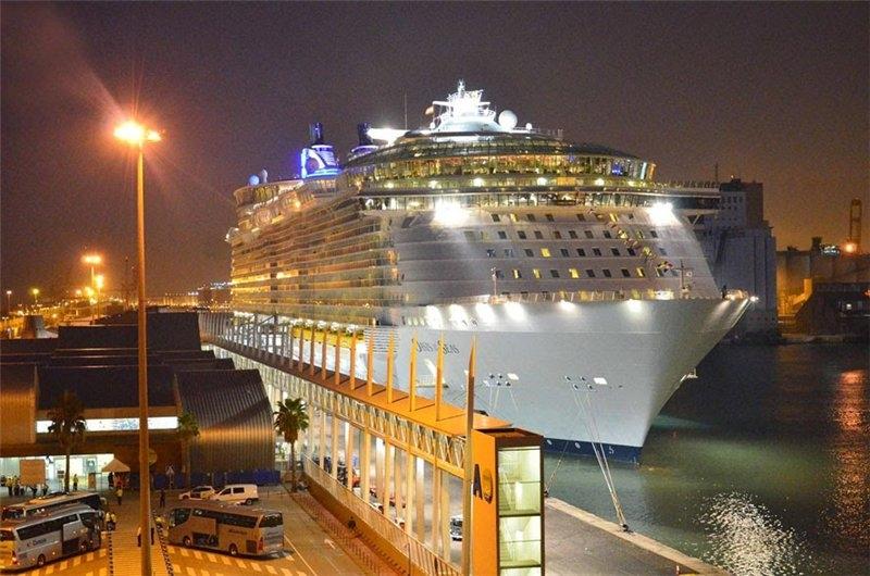Oasis & Allure of the Seas - крупнейшие лайнеры компании Royal Caribbean