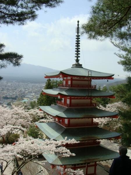 Немного современного искусства и классических садов японской весной