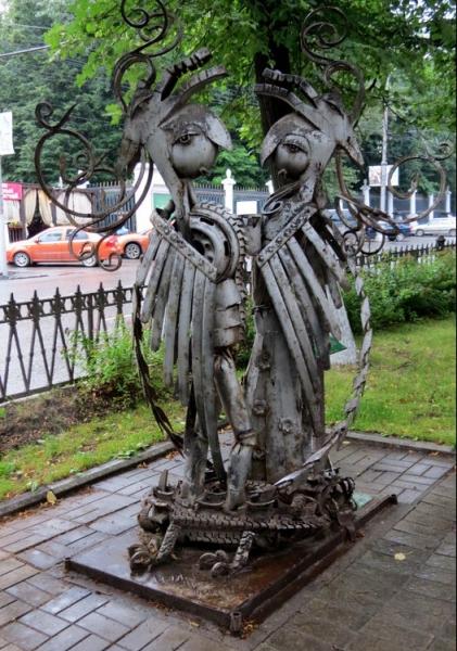 Памятник с крестом на просвет Кунгур Цоколь резной из габбро-диабаза Кизляр