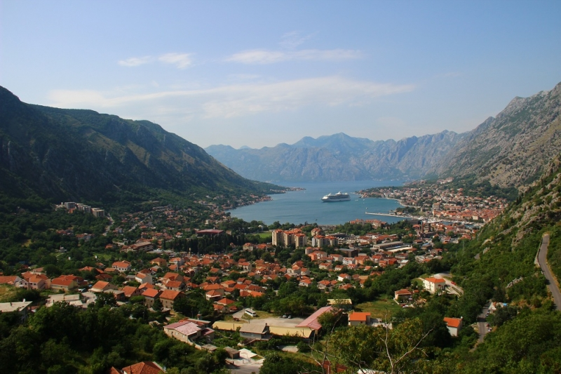 По Черногории всей семьей на арендованном авто без номеров
