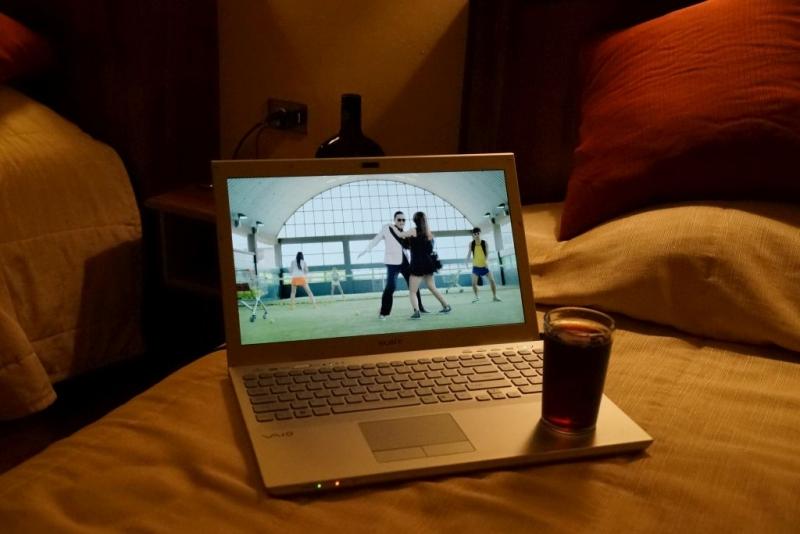 Снизу на пол экрана выходит порно