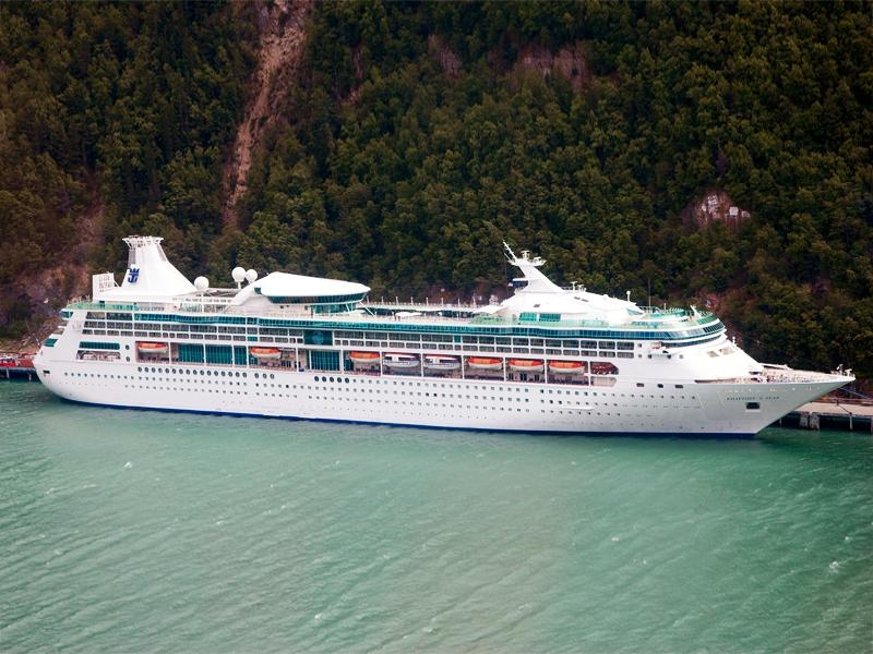 Круизный лайнер Rhapsody of the Seas компании Royal Caribbean