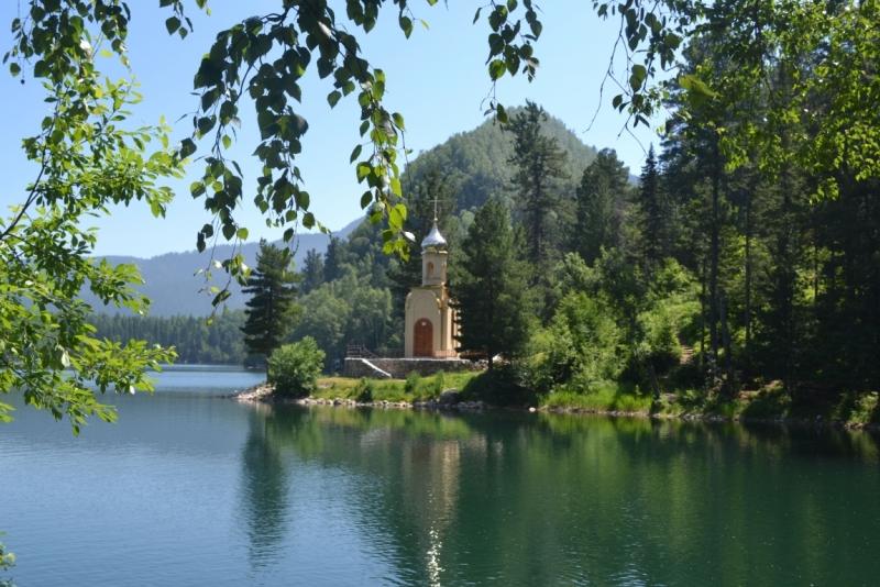 Теплые озера на границе Иркутской области и республики Бурятия.