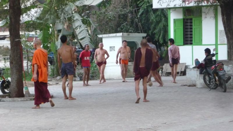 Над всею Бирмою безоблачное небо. Полезные сведения и вести с beach-front'а.