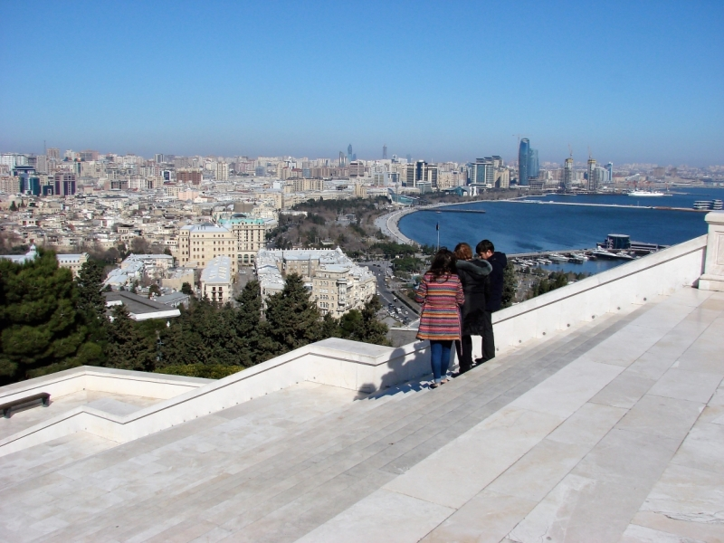 Баку. Как две женщины отметили мужской праздник - День Защитника Отечества