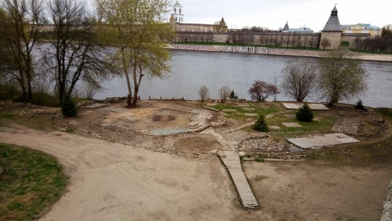 Храмы и монастыри. Псков-Печоры-Изборск в морозный апрель (фотозарисовки).