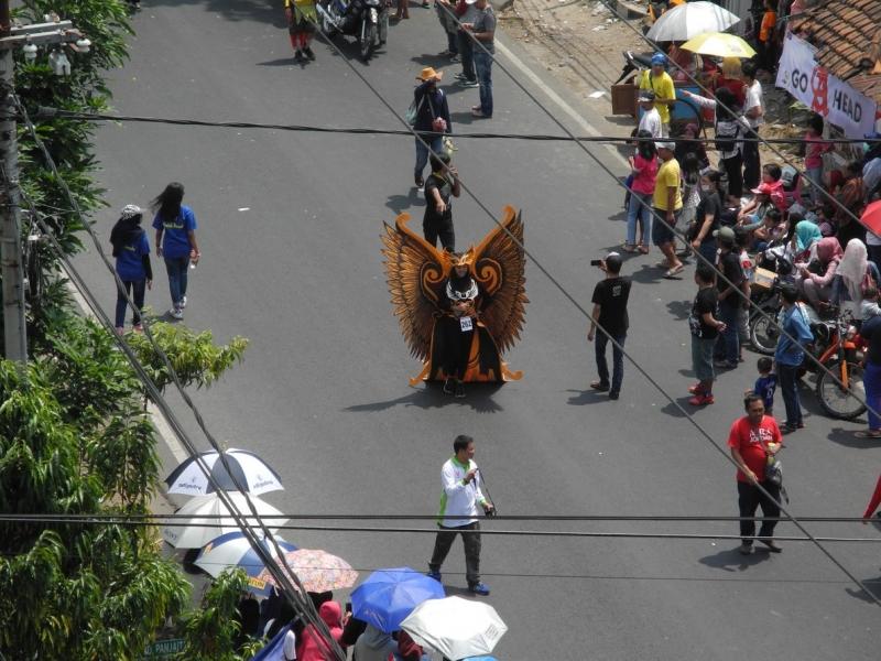 Ява, Бали, август, автобусы, поезда