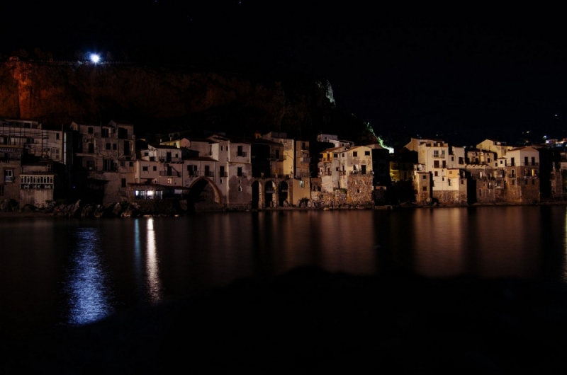 На прибрежном камне где-то в Сицилии