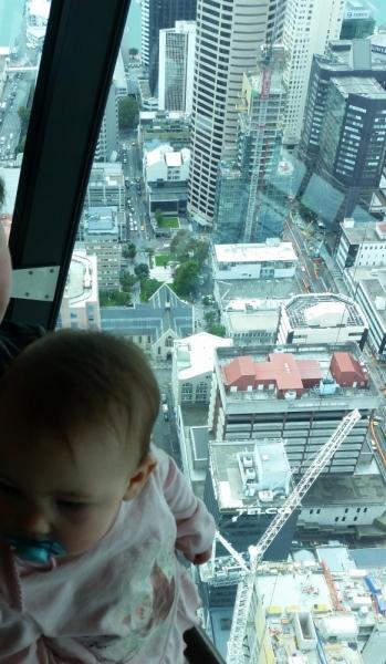 Новая Зеландия в марте 2017. Семья с маленьким ребенком.