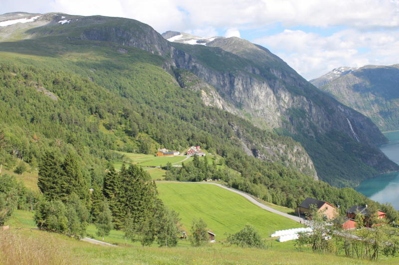 Норвегия для девочек.  или  Как погулять по горам Норвегии с чемоданом на колесиках.