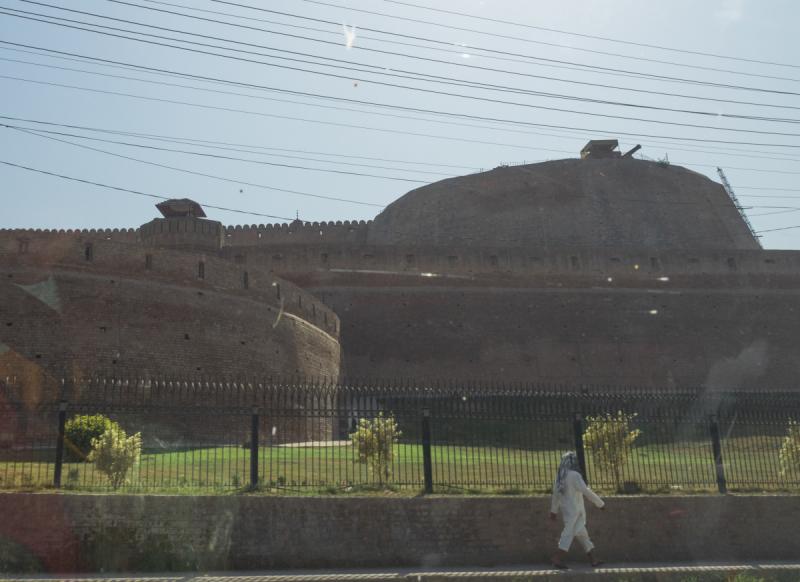 По великим развалинам. Пакистан.