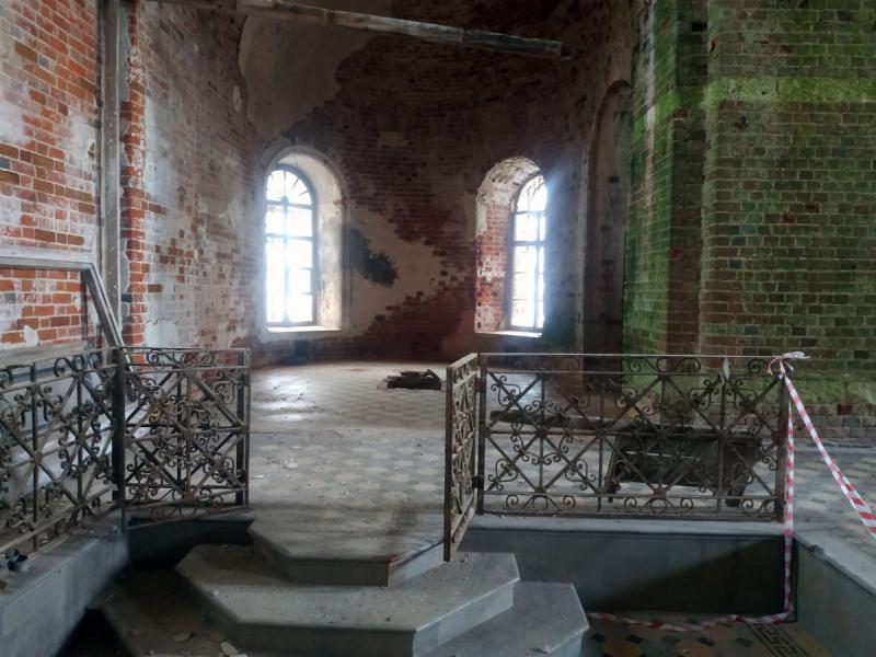 Заброшенная церковь в селе Нарма Владимирской области