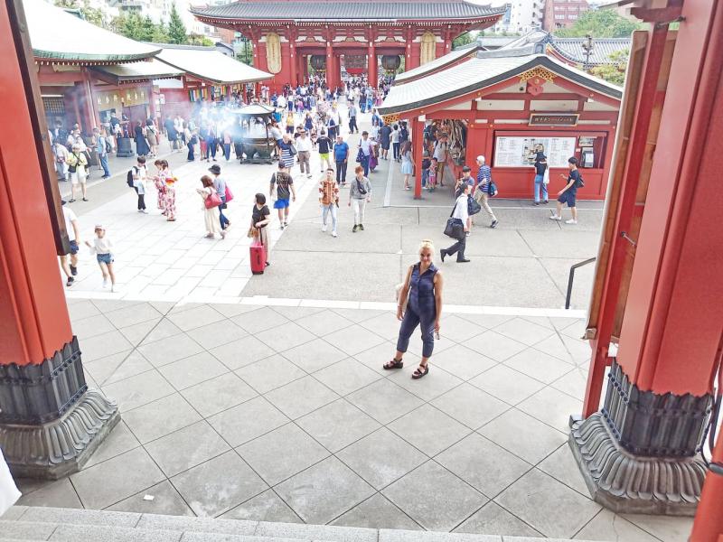 Храм Асакуса и ведущий к нему рынок (Токио)