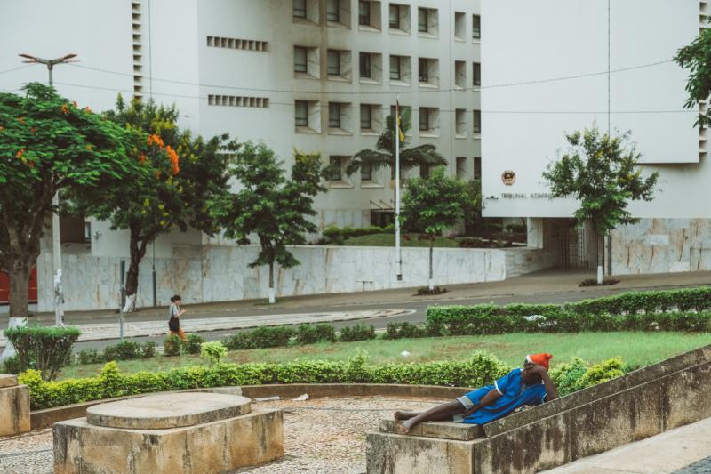 На что похож Мозамбик? Черный рынок, копы, атмосфера.
