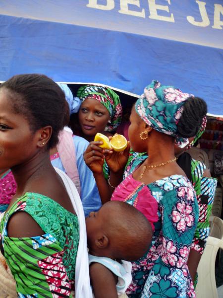 В Нигерийскую глубинку чемоданом