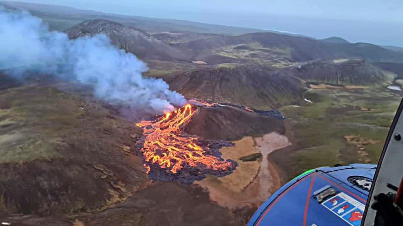 К вулкану Фаградалсфьятль  в долине Гелдингадал.Конец марта 2021г.