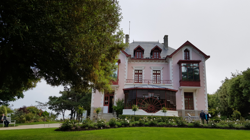 Французский огрызок «Путешествия Мечты» в июне 2021: немного Нормандии и Бретани, долина Луары, Овернь, Отрив, Прованс.
