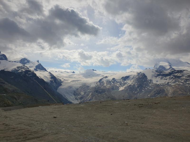 Zermatt: почти Zinalrothorn 4221, два Breithorn'a 4164 и 4159. Бонустрэк: Берн и Люцерн