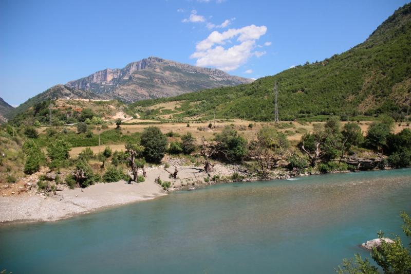 Такая удивительная и разная Албания: лабиринты улочек старинных городков, вкуснющая рыба, горные реки, водопады и бирюзовое море!