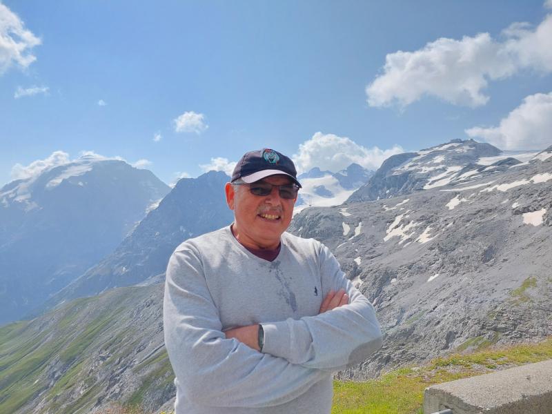 Тироль , область граничающую с Италией , Швейцарией.