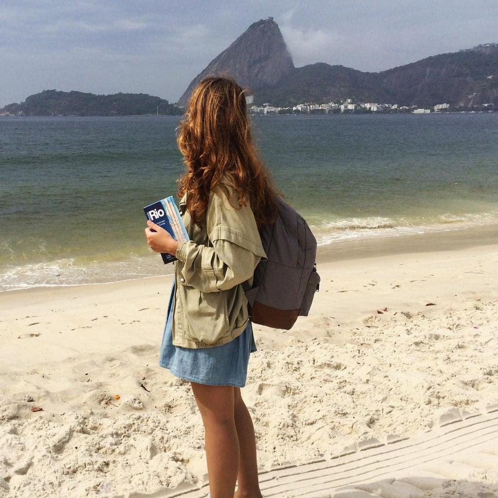 Девушка в бразилии гуляла