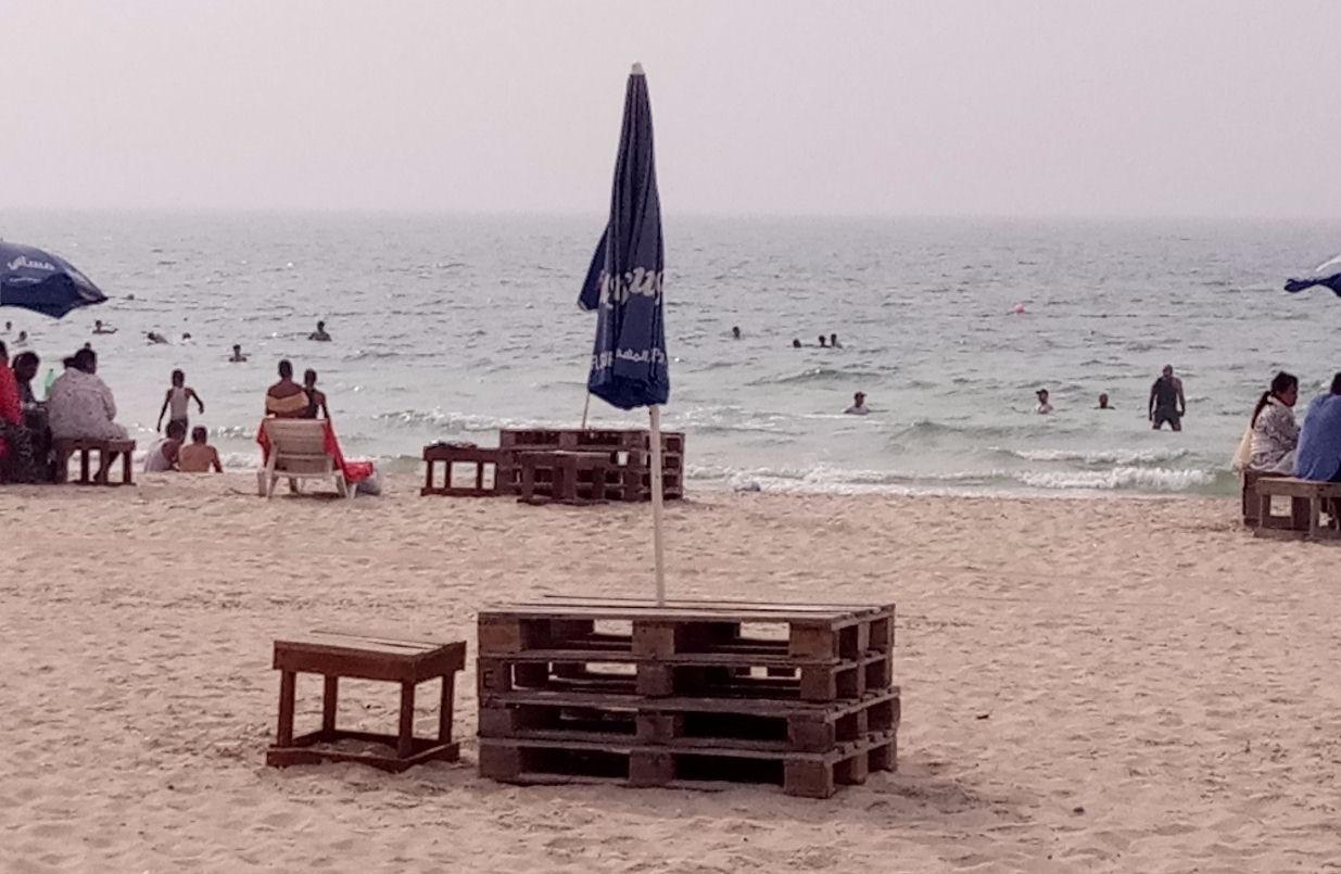 Творит голяки на пляже домашние большие трахаются