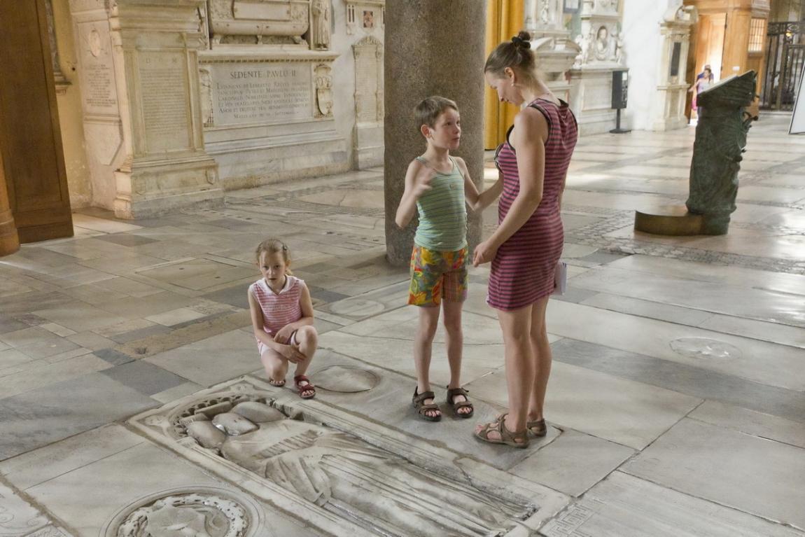 А путь наш лежал мимо Форума к Колизею