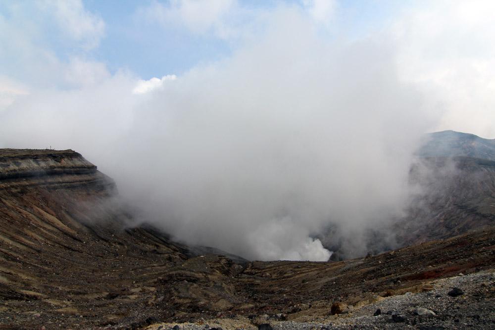 Вулкан Асо на острове Кюсю, Япония