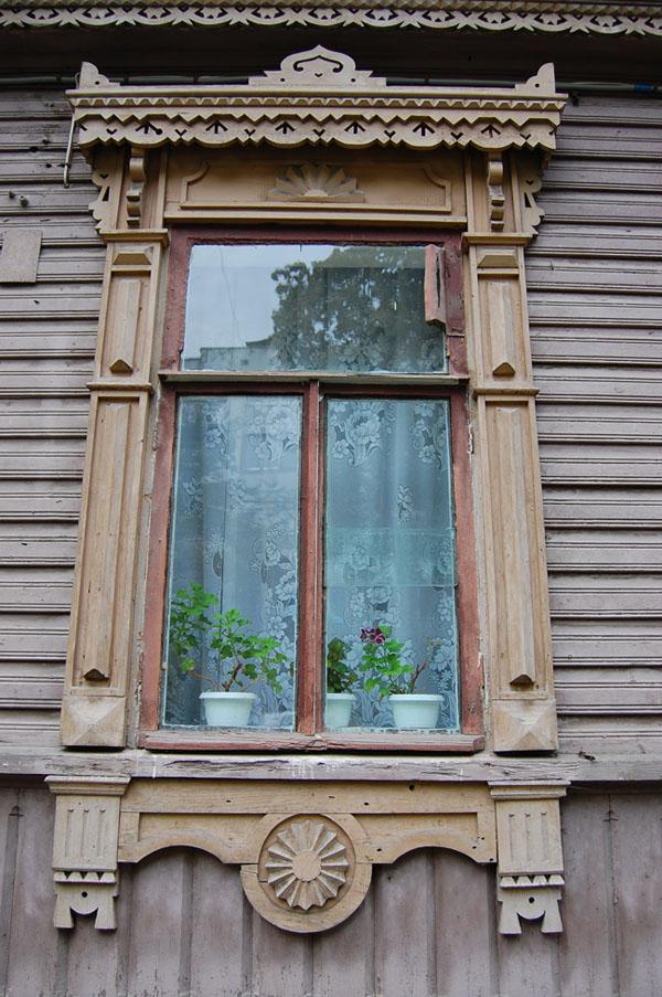 Окна, ставни, витражи, двери и ворота (фото)