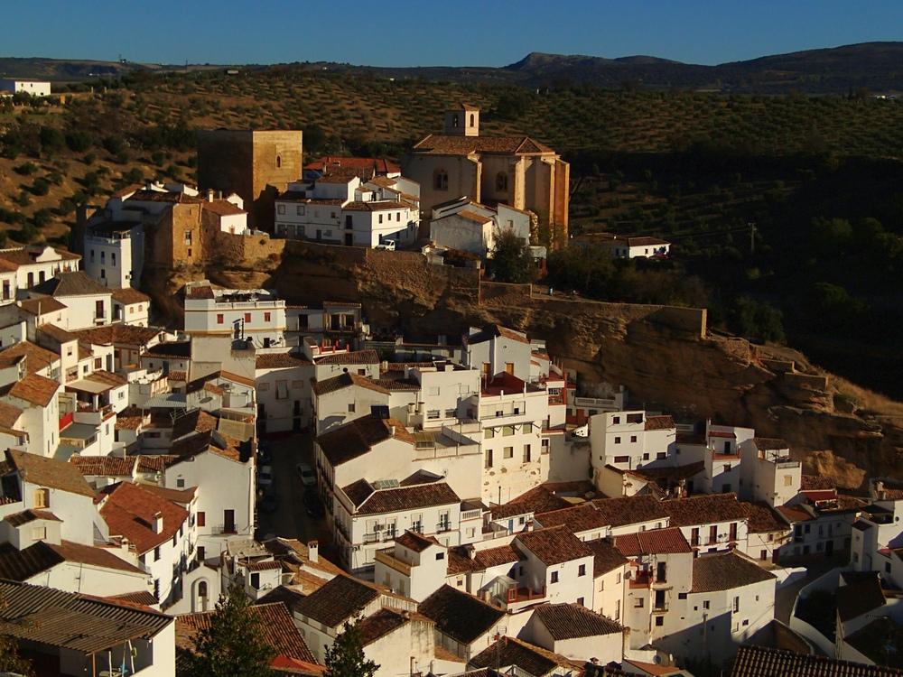 Андалусия. Кружение первого осеннего листа под нежное порхание белых голубок