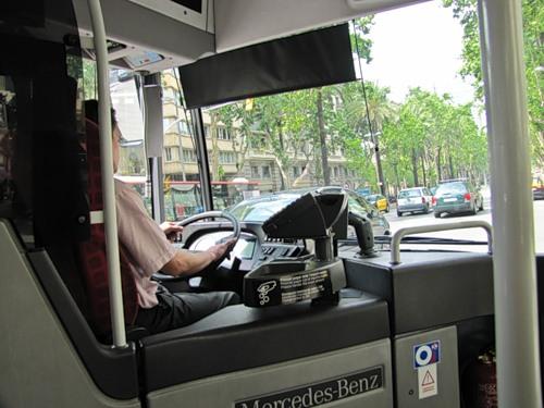 автобус просто проезжает,