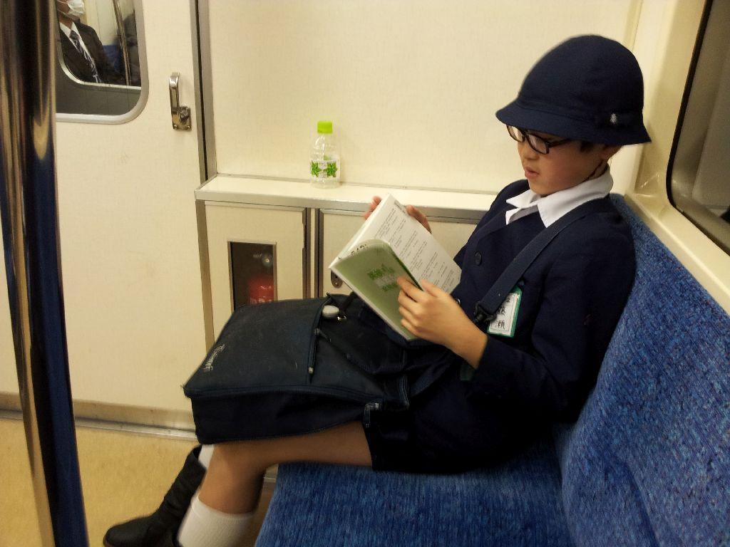 Смотреть приставание в японском метро 16 фотография