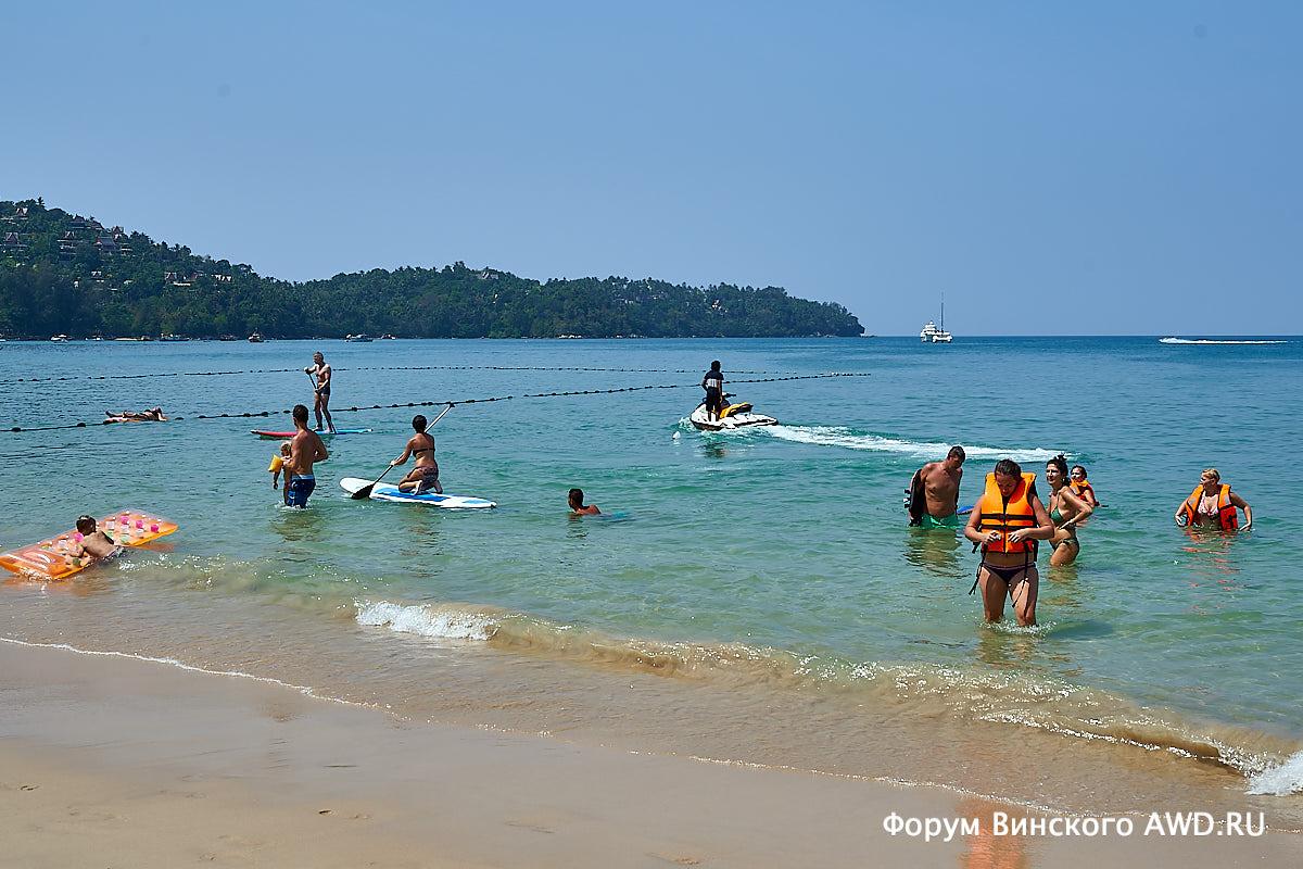 По южной части пляжа Банг Тао (Пхукет) с фотокамерой наперевес