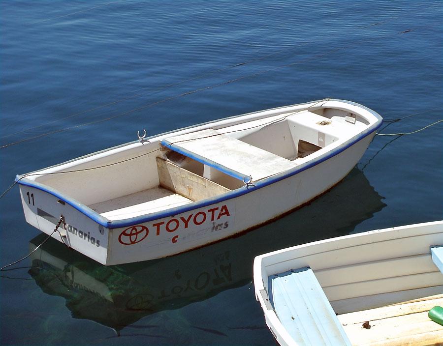 лодка с парусником как называется