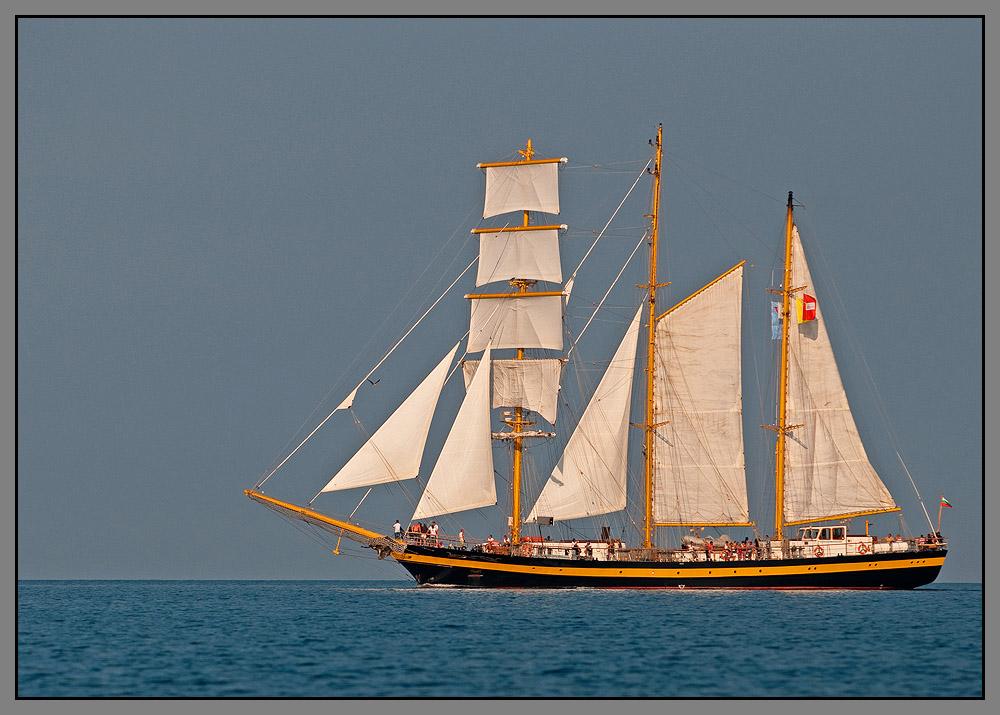 яхта корабль лодка купить