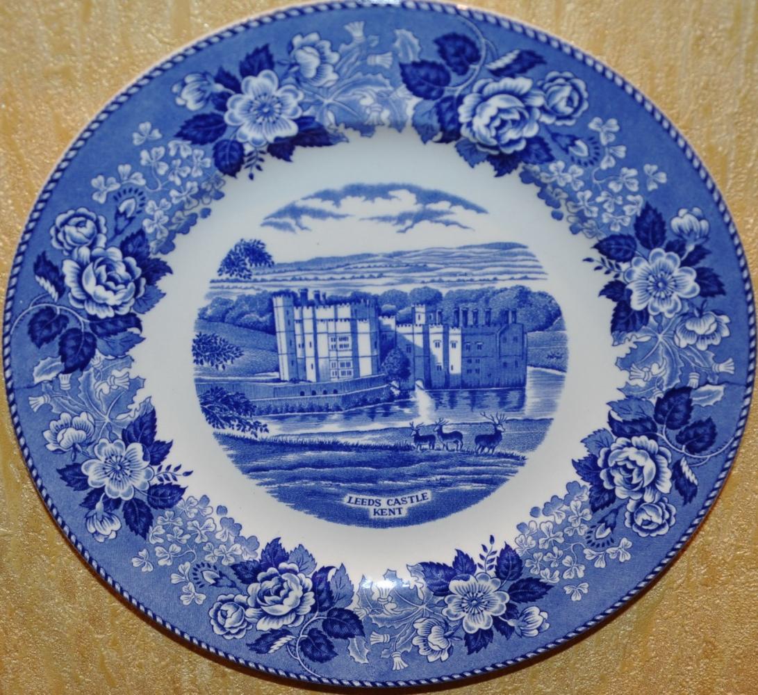 Группа: расписные сувенирные тарелки