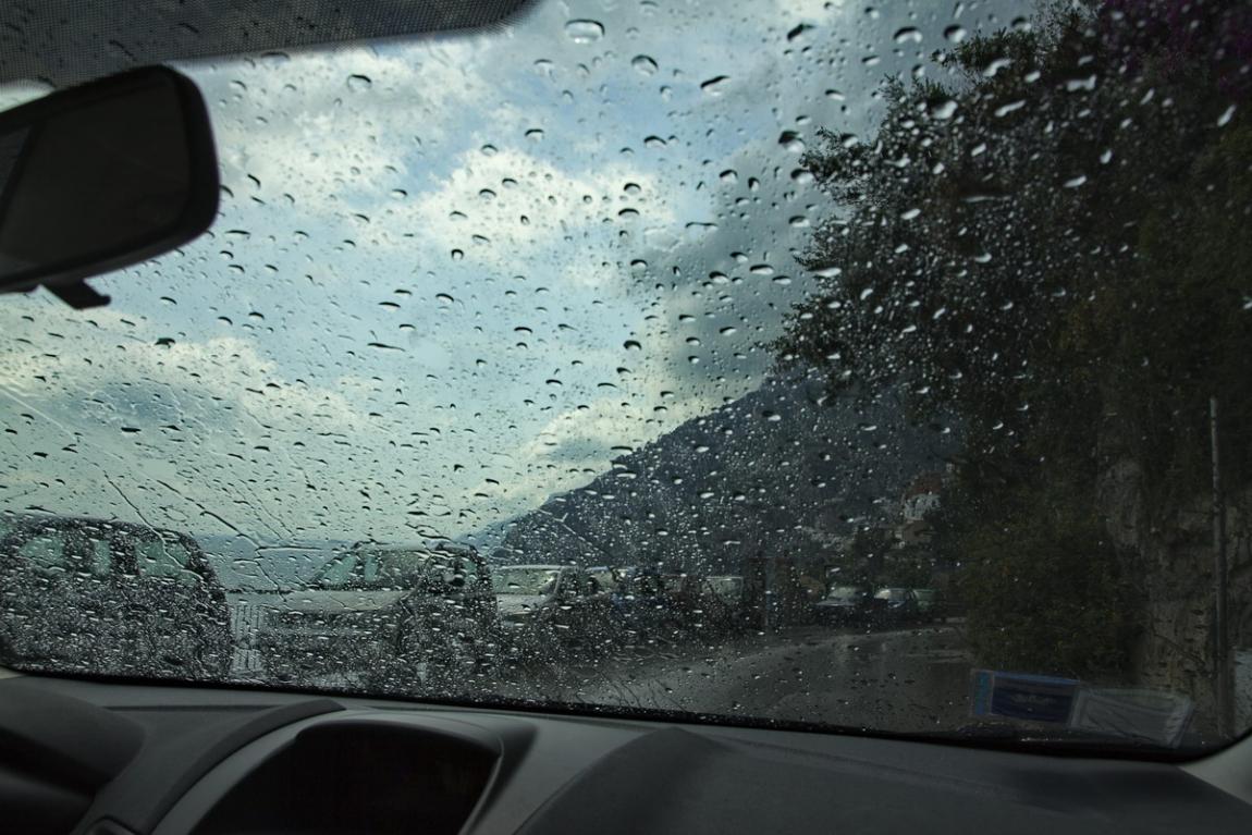 Отдалась в окно автомобиля 4 фотография