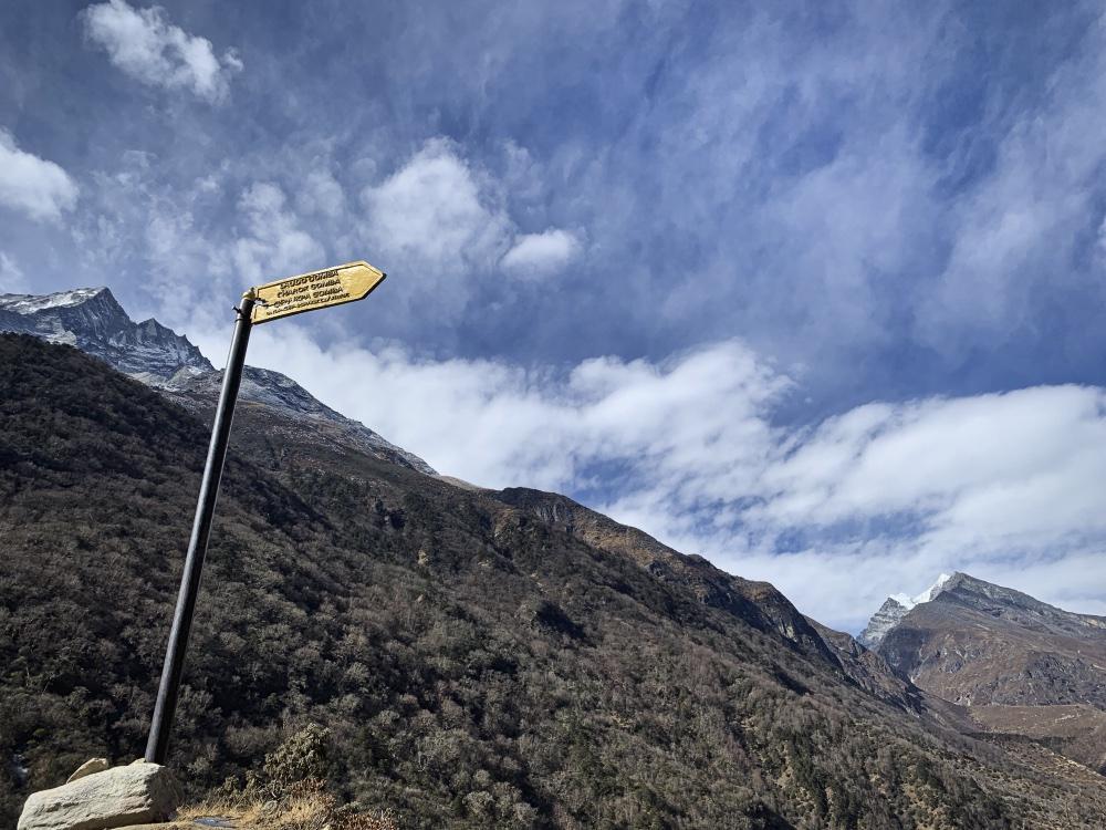 SoluKhumbu, неспешное знакомство 3: как добраться по земле к началу трека в Лукле, пройти три перевала по часовой стрелке и уехать назад тем же путем.