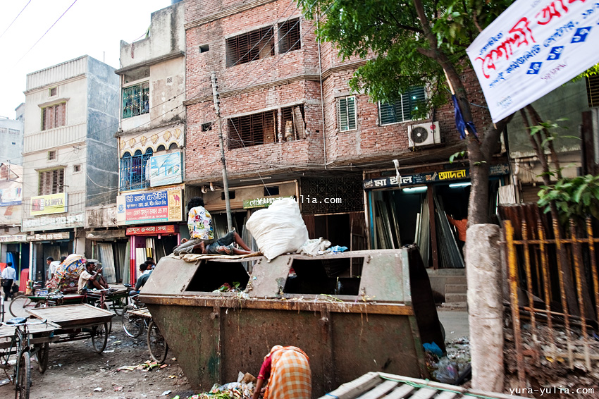 street life in bangladesh The life of street children in bangladesh is full of uncertainty an official study of appropriate resources for improving street children environment (arise) says more than 1 million street children live in bangladesh of whom 75% live only in dhaka city.