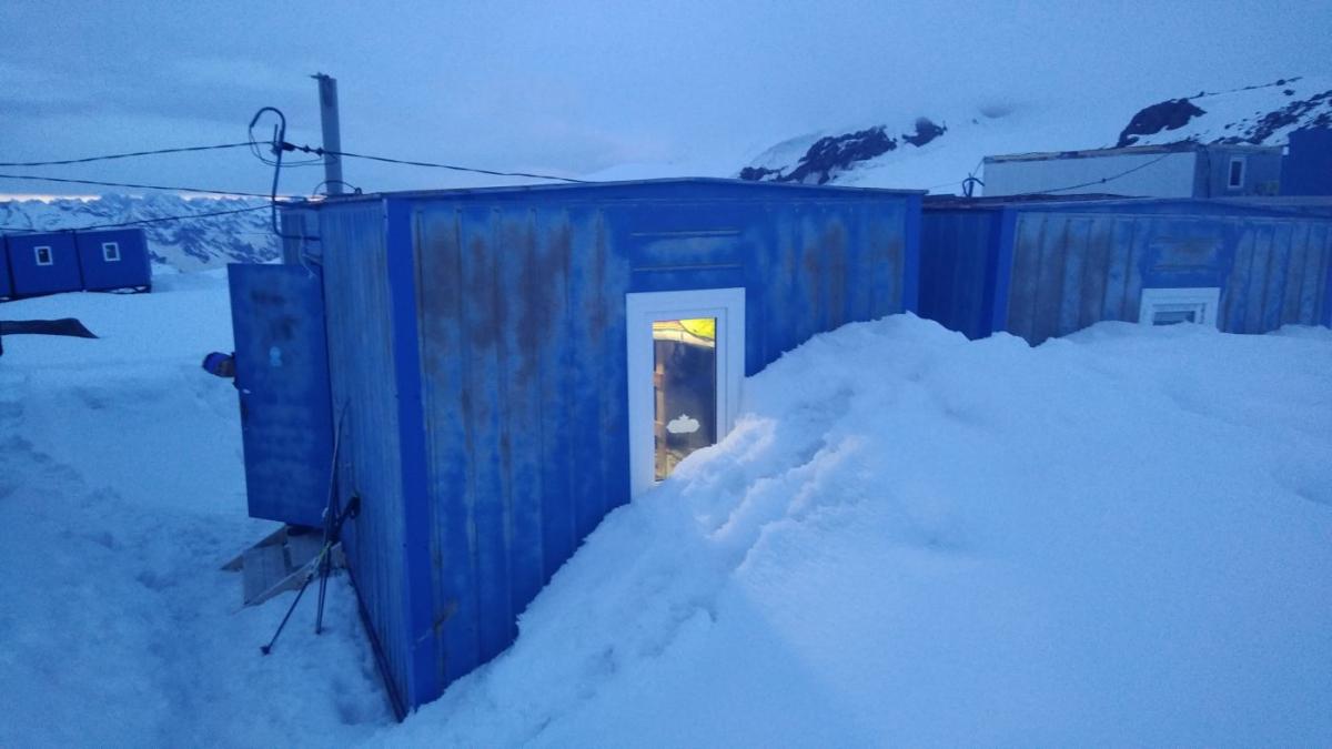 Эльбрус: где найти координаты и контакты приютов