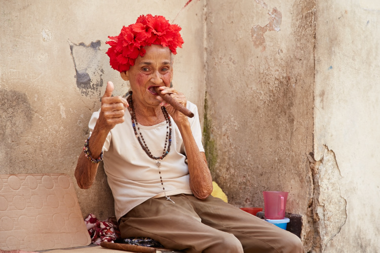 фото курящих старых дам - 13
