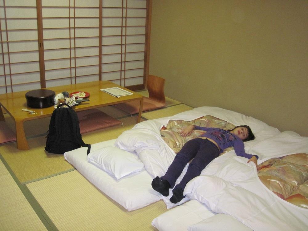 как спят японцы фото можно зависнуть целый
