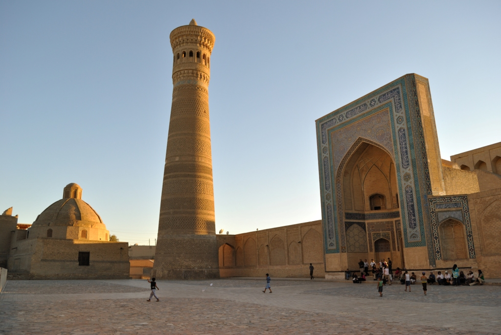 Бухара. Комплекс Пои Калян. Мечеть Калян и минарет Калян ... Минарет Калян