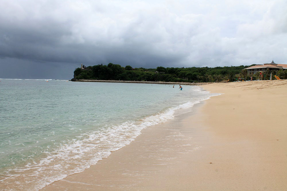 Bali I Nusa Penida V Sezon Dozhdej 21 Den S Zontikami V Rukah