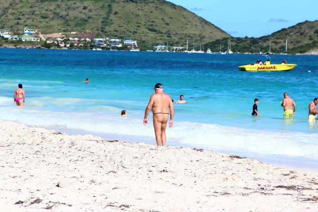 Нудистки тропический пляж смотреть видео