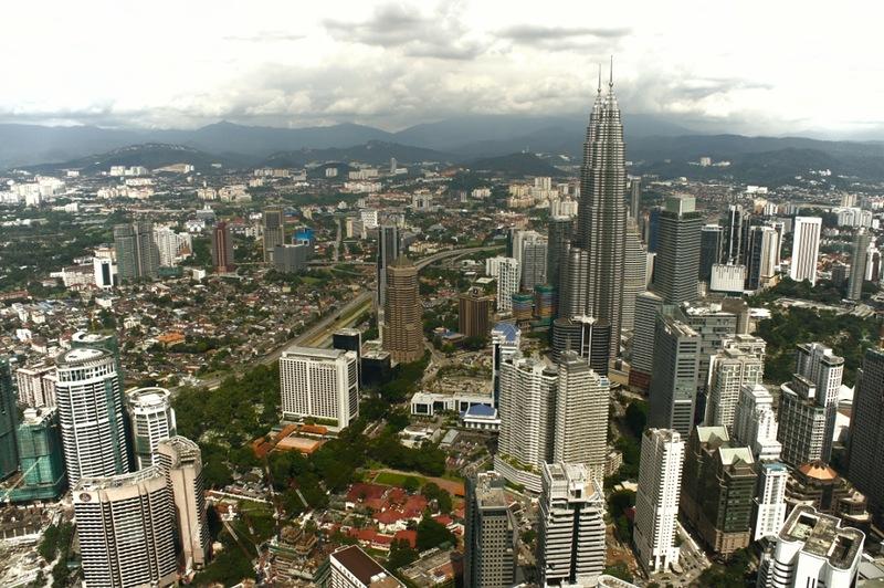 Куала-лумпур - город с огромным количеством торговых центров и магазинов, которые наверняка понр