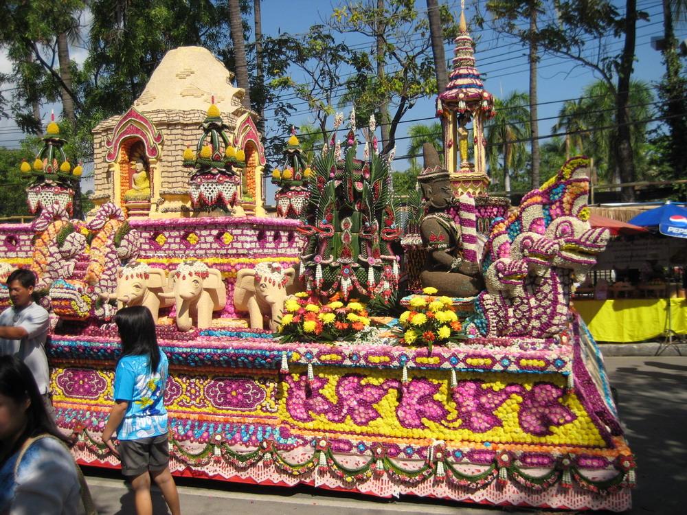 На празднике конкурс цветов