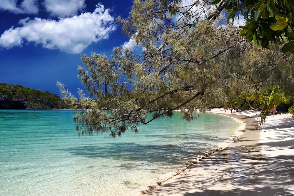 Новая Каледония отзывы об островах Иль де Пен (Ile des Pins) и атолле Увеа (Ouvea).