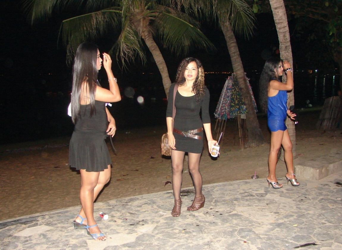 Проститутка у дороги 2 фотография